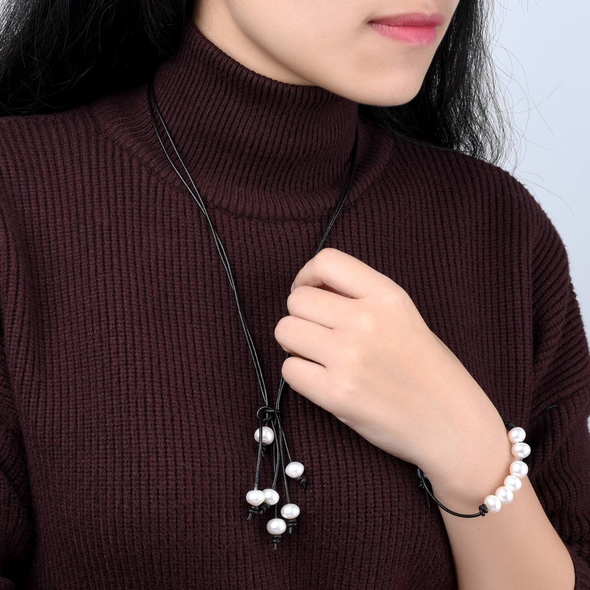 .Pearl Choker Necklace